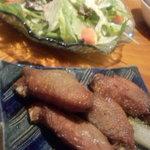 のみゃ~ - 料理写真:「手羽先」と「サラダ」。