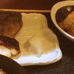 北陸料理しんえつ - 焼き魚二点盛りと肉とうふ