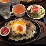 バン蔵 - ビーフジャンバラヤ750円+サラダセット100円