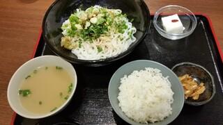 李湘潭 湘菜館 - 冷しビーフン麺