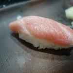寿司茶屋 桃太郎 - 2015.06 大トロ(450円)