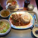 39230041 - 鶏肉のバジル炒めセット」840円+「ハーフトムヤムクンラーメン」150円