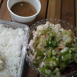 金魚鉢 - 冷豚しゃぶオクラとめかぶ乗せ+ビーフシチュー