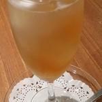 中国薬膳料理 星福 - 薬膳酒 清心美容酒!上の白いのは真珠の粉!