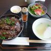 キッチン萬 - 料理写真:「牛赤身丼(今日のオススメ)」980円(税別)