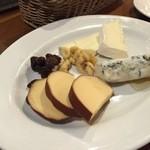 39238245 - チーズ盛合せ980円。