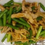 香港亭 - 豚肉とニンニクの茎炒め