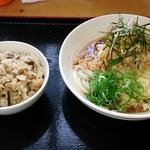 うどん屋 寅久 - ぶっかけうどん(おろし納豆)+鶏ごはん