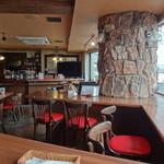 Cafe&Dining 旬 - 夜の雰囲気の店内