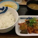 松屋 - 鶏の甘辛味噌炒め定食