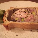 39243570 - パテ。複雑な味わいで美味。パイ生地のような壁面が美味しく、一流はこうでなくては!の味でした。
