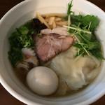 39245439 - 味玉子汐らぁ麺(830円)+無料サービスのワンタン