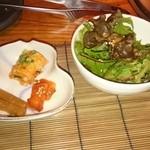 牛玄亭泰庵 - キムチ ・ サラダ