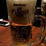 楓 - おかわりビール。半分も入ってね~