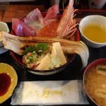 平田屋 - 料理写真:ランチの豪快!海鮮丼