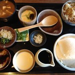 39250727 - 季節寄せ豆腐膳(1340円)