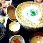 岡本とうふ店  - 自家製のざる豆腐