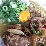 ぶたさぶろう - 肉玉そば 細麺 アップ