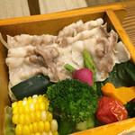 豆とくるみ - せいろ蒸し膳のせいろ蒸し☆ 豚肉と本日のお魚 西京漬が選べます。豚肉は脂身が多い豚バラ肉でした。季節のお野菜美味しい♪