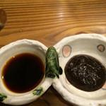 豆とくるみ - せいろ蒸し膳のつけダレ☆ 左:グレープフルーツのポン酢  右:からしみそ(あまり辛くはないので辛いの苦手でも大丈夫かな♪)