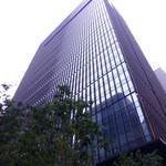 ザ・ラウンジ byアマン - ビルの外観。1階は、みずほBK。