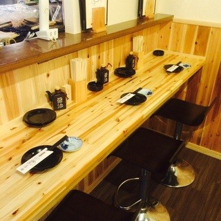 【3線利用可】木目美しいテーブル席でぬくもり感じるひと時を