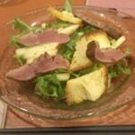 39264859 - 鴨とリンゴとカマンベールチーズのサラダ
