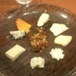 39264865 - チーズ盛り合わせ。デザートとして