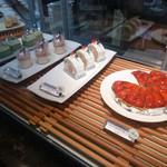 ザファクトリー - 店内/ケーキのショーケース
