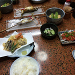 藤井旅館 - 料理写真:一見少なめに見えるけど、実はちょうど良い量でした。 味もまぁまぁ美味しかったです。