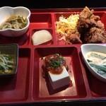 和食処 まる - 日替り弁当 おかずアップ