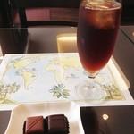 軽井沢チョコレート館 - ボンボンショコラ(ベネズエラとシャンパン)、アイスコーヒー