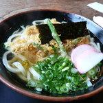 丸福 - 野菜天うどん520円