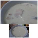 コーデュロイ カフェ - グリーンカレーはかなりスパイシーですが、ココナッツミルクの風味もよく美味しいルーです。 これはクセになりそうな・・^^ 中には煮込んだ鶏肉が入っています。