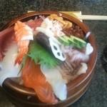 39273725 - 魚がし丼(ランチメニュー)