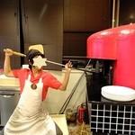 ピッツェリア エイゴロ 伊予三島 - 店主さんよりチャーミングポーズをしてくださいました!感謝!