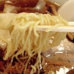 八千代飯店 - 麺のアップ