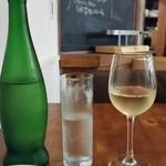 ルピュイグルモンカマクラ - ワインとお水