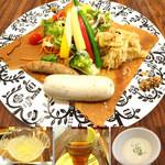 カフェやさしいちから。 - シポラタフランクとザワークラウトのサラダガレット(たまねぎの冷製スープ、ピーチティー、ゆずの寒天ゼリー) 夜カフェセット1260円