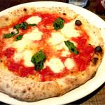 葡萄酒酒場なかなか - マルゲリータ。ランチは複数種類のピザが選択できます。