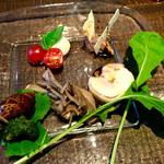 葡萄酒酒場なかなか - 前菜。エスカルゴ、レバーペースト美味しい。
