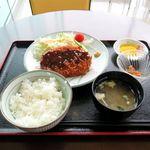 ホルモン食堂 - 料理写真:メンチカツ定食(600円)