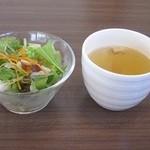 39287685 - セットのサラダとスープ