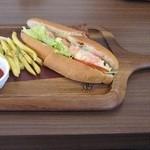 39287698 - 小エビとアボカドのサンドイッチ