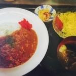 小春食堂 - カレーライスセット 680円 ひき肉と野菜のピューレを煮込んだ特性カレー