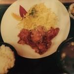 小春食堂 - 鶏からあげ定食 780円 特性タレに漬け込んで揚げた鳥モモがジューシー。