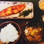 小春食堂 - カレイの西京焼定食 1,000円 脂ののったカレイを自家製甘味噌に漬けて香ばしく焼き上げてます。