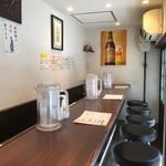 担担麺 胡 - 8席(1番左から撮影)