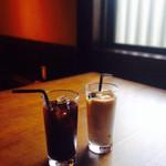 狸穴 Cafe - アイスコーヒーとアイスカフェラテ
