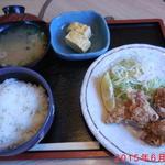 山崎屋 - 昼の唐揚げ定食  (色合い失敗した写真でスミマセン)